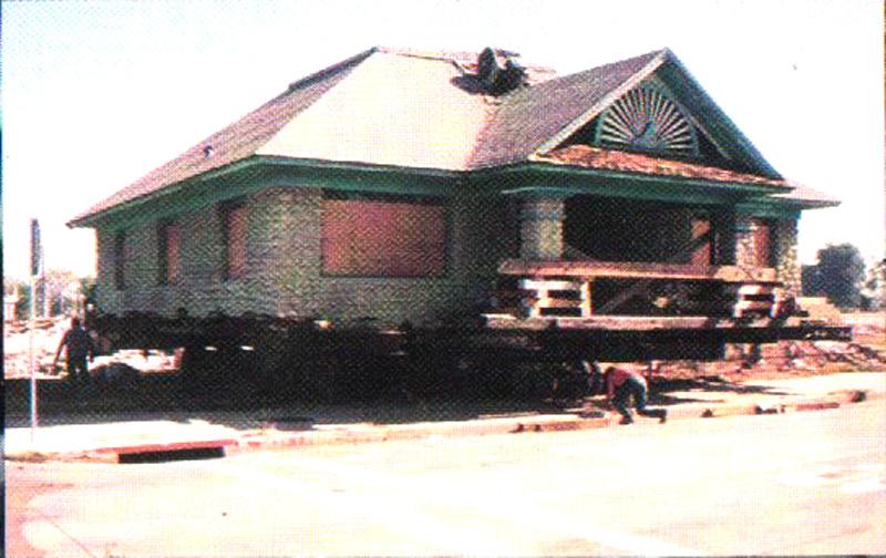 Un-reinforced river rock house